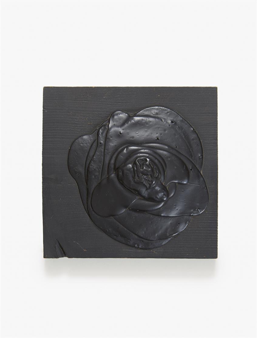 Dieter Roth. Schwarze Rose. 1969. Schwarze Acrylfarbe auf quadratischem Holzbrett. Verso signiert. Ex. 27/100.