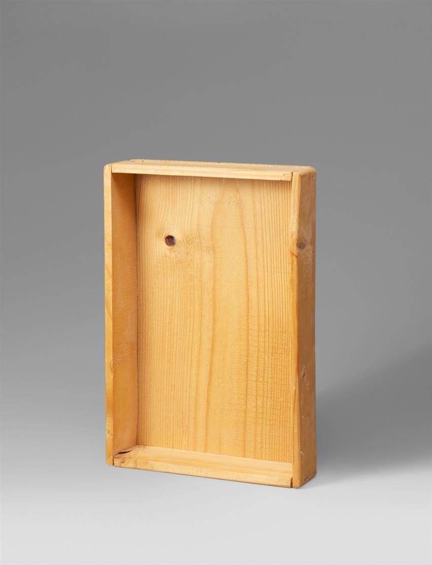Joseph Beuys. Intuition. 1968. Holzkiste, genagelt. Verso signiert, datiert sowie Stempel Vice-Versand. Schellmann 7.