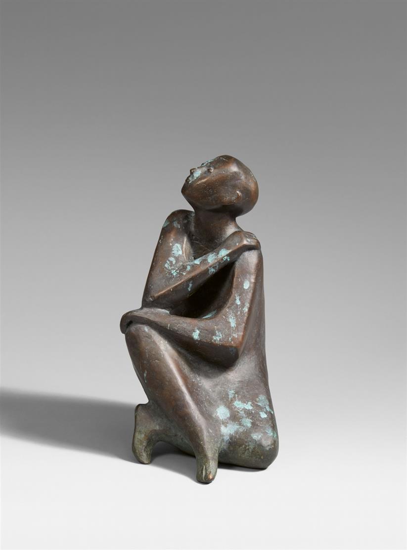 Marianne Lüdicke. Sitzende. Bronze. Monogrammiert.