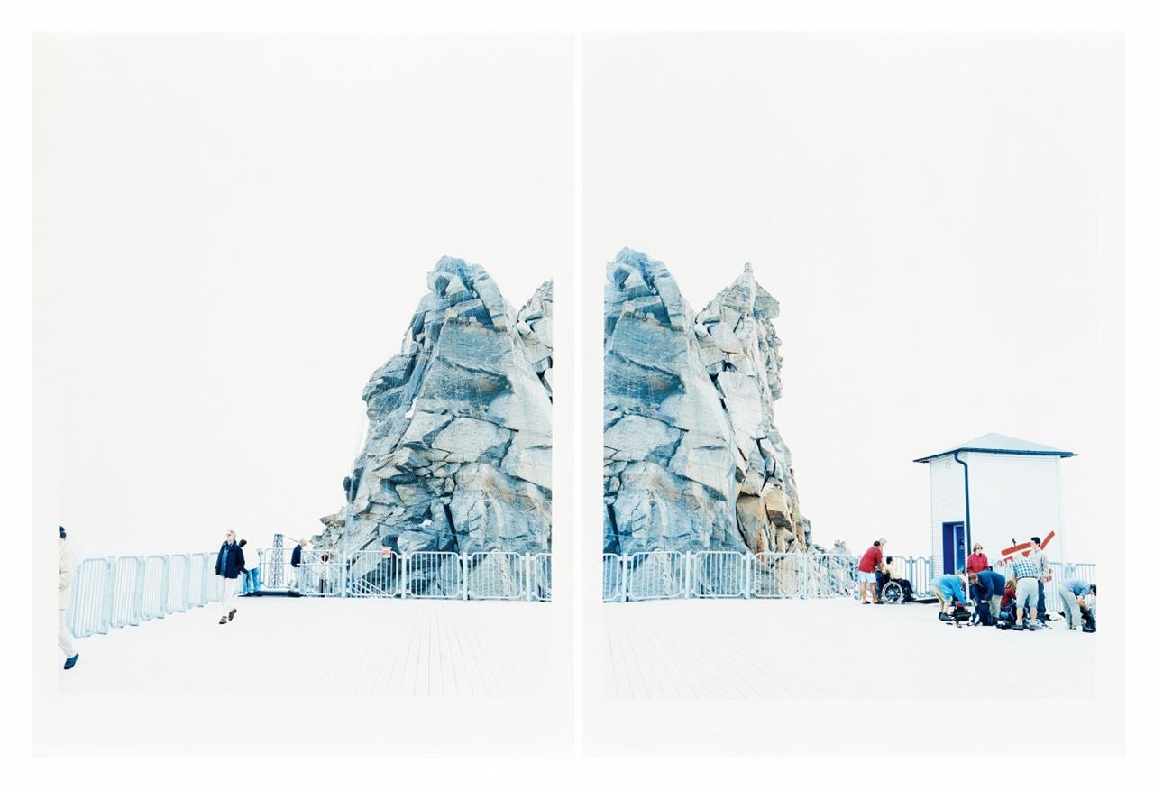 Walter Niedermayr. Hintertuxergletscher XXIII. 2004/2005. 2 Farbfotographien in Mappe. Signiert. Griffelkunst.