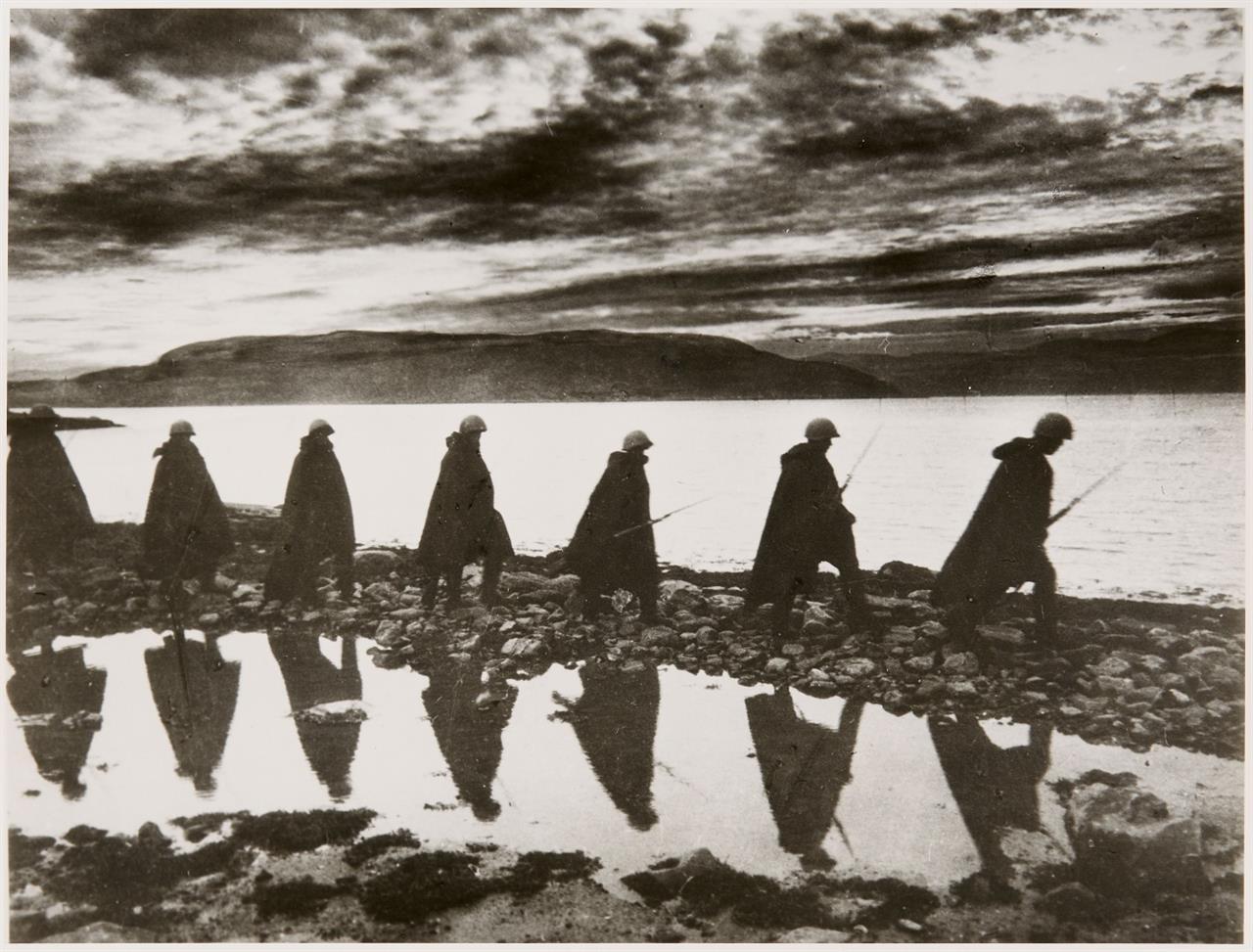 Yevgeni Chaldej. Murmansk. (1942). Silbergelatineabzug. Signiert. Wohl späterer Abzug.