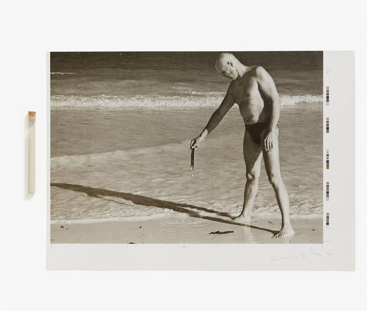 Joseph Beuys & Charles Wilp. Sandzeichnungen. 1978. Mappe mit 12 (von 18) sign. Offsetdrucken, 1 Reagenzglas mit Korallensand in Karton (ohne Deckel) und 4 Textbl. Ex. 81/250.