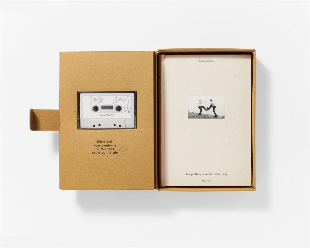 Joseph Beuys / Hrsg. J. Stüttgen. Joseph Beuys zum 60. Geburtstag. similia similibus. 1 Bd., mit Tonkassette in OrPappkassette. Signiert. Ex. 176/200. Sch. 380.
