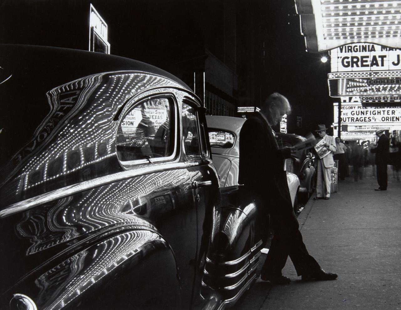 Benn Mitchell. New York, 42nd Street. 1949. Silbergelatineabzug. Signiert.