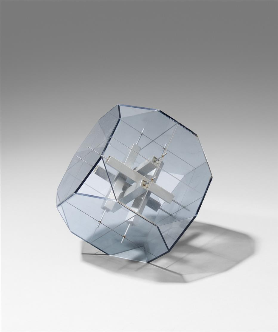 Karl Ludwig Schmaltz. Ohne Titel. Drehobjekt im Oktogon. Aluminium und Acryl.