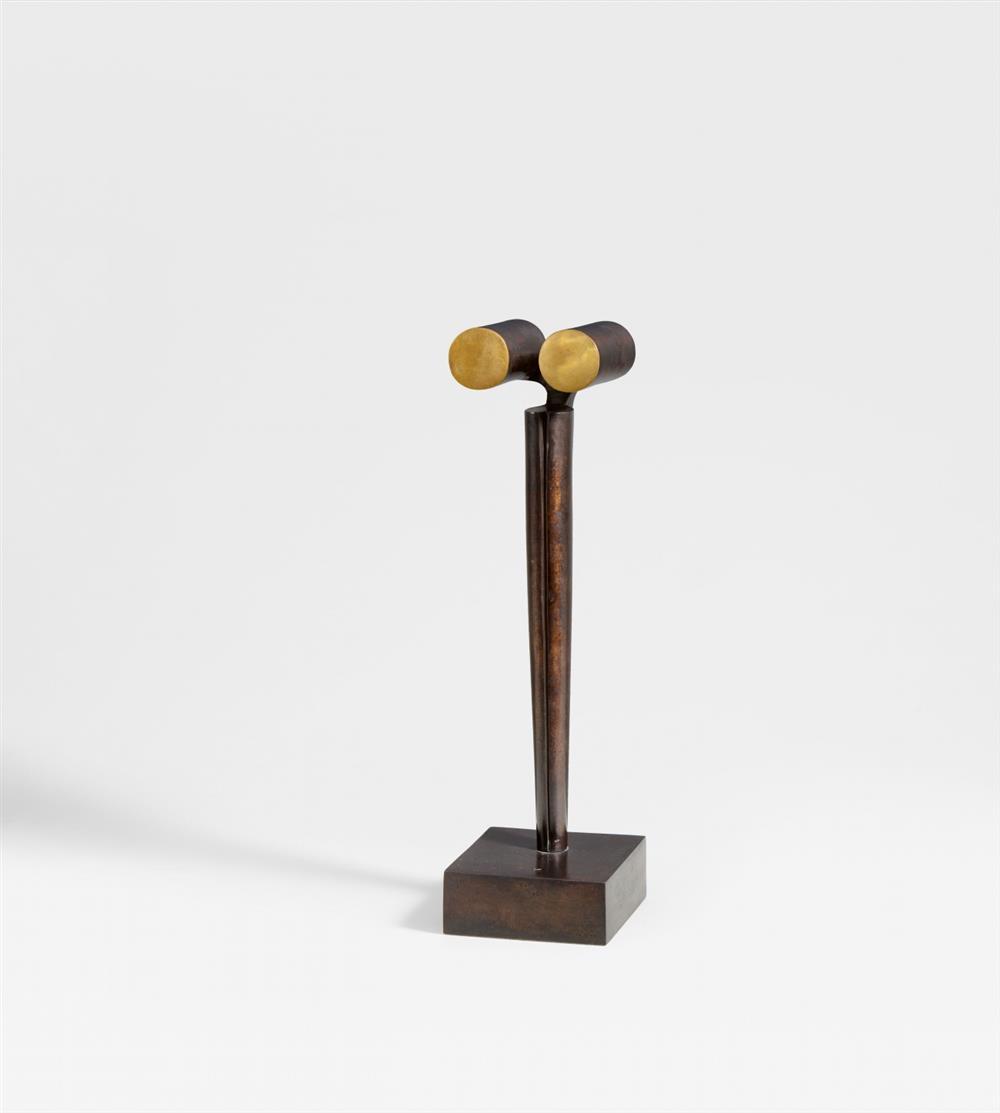 Fritz Koenig. Fernblick. 1973/2004. Bronze mit braunschwarzer Patina. Monogrammiert. Ex. 13/30.
