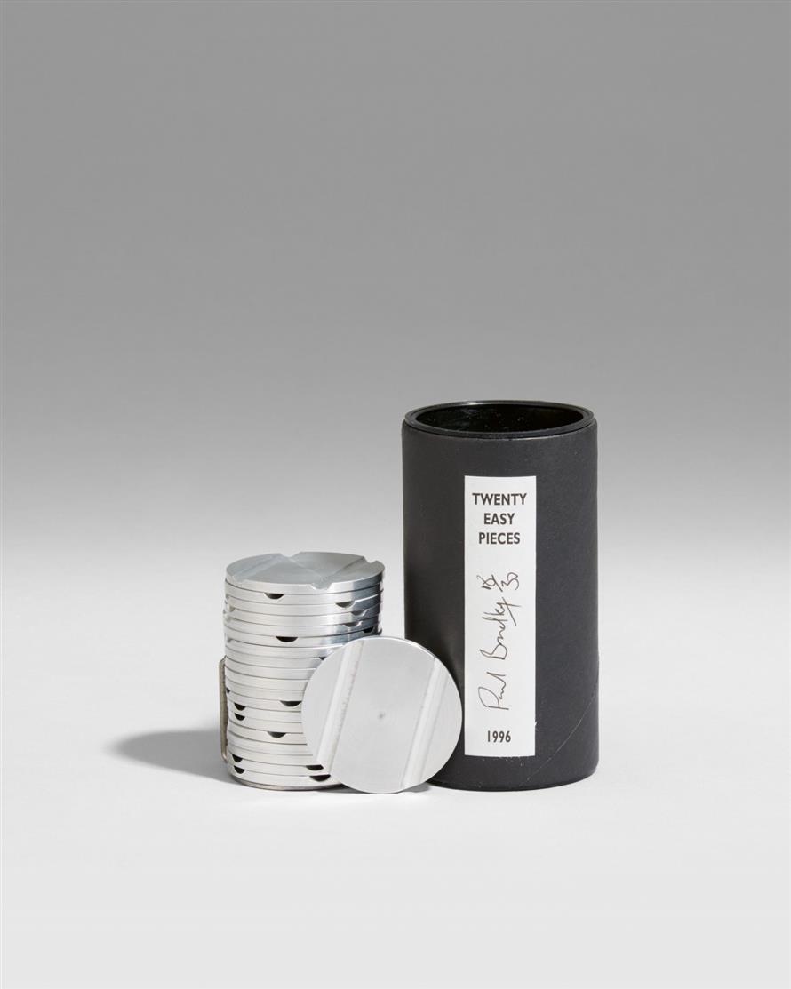 Paul Bradley. Twenty Easy Pieces. 1996. 20 Aluminiumscheiben und Stahlklammer in rundem OrKartonbehälter. Signiert. Ex. 18/30.
