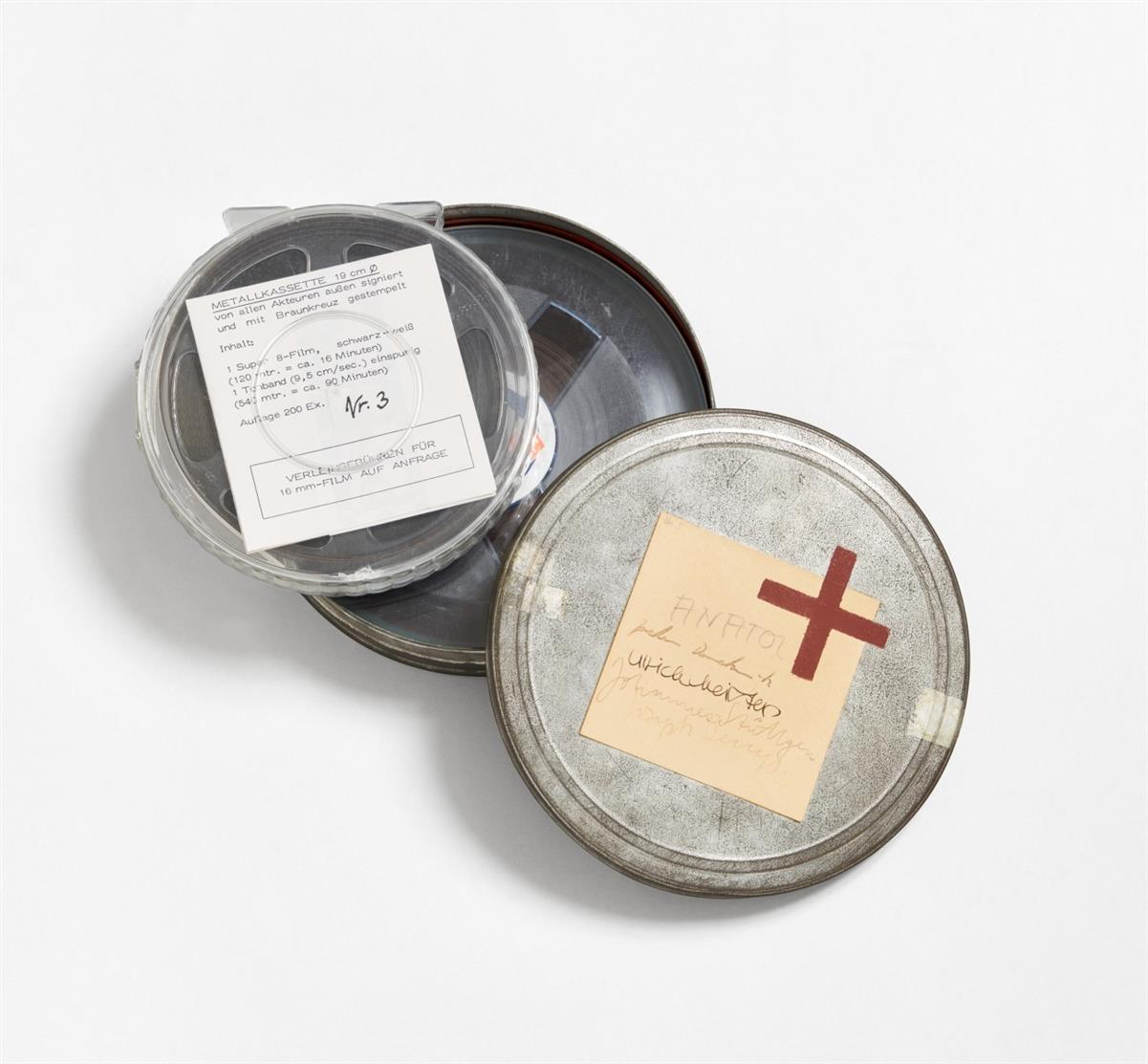 Joseph Beuys. Der Tisch. 1971. Film (Super 8), Tonband und Informations-Zettel in Filmdose. Signiert. Ex. 3/200. Schellmann 41. + Beilage: Tonband-Kassette, Kopie.