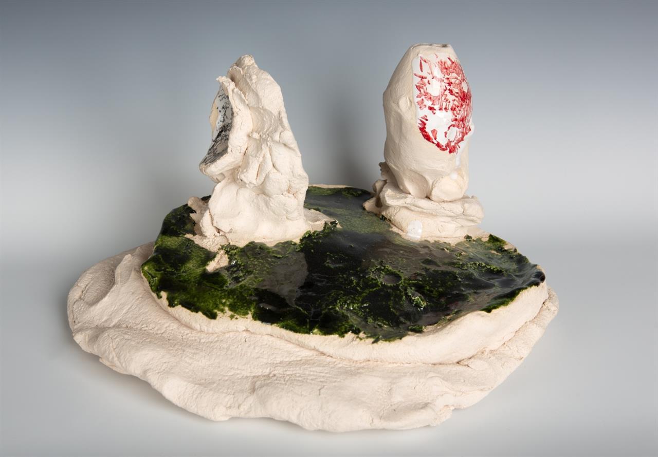 Norbert Prangenberg. Szene. 2010. Glasierte Keramik.