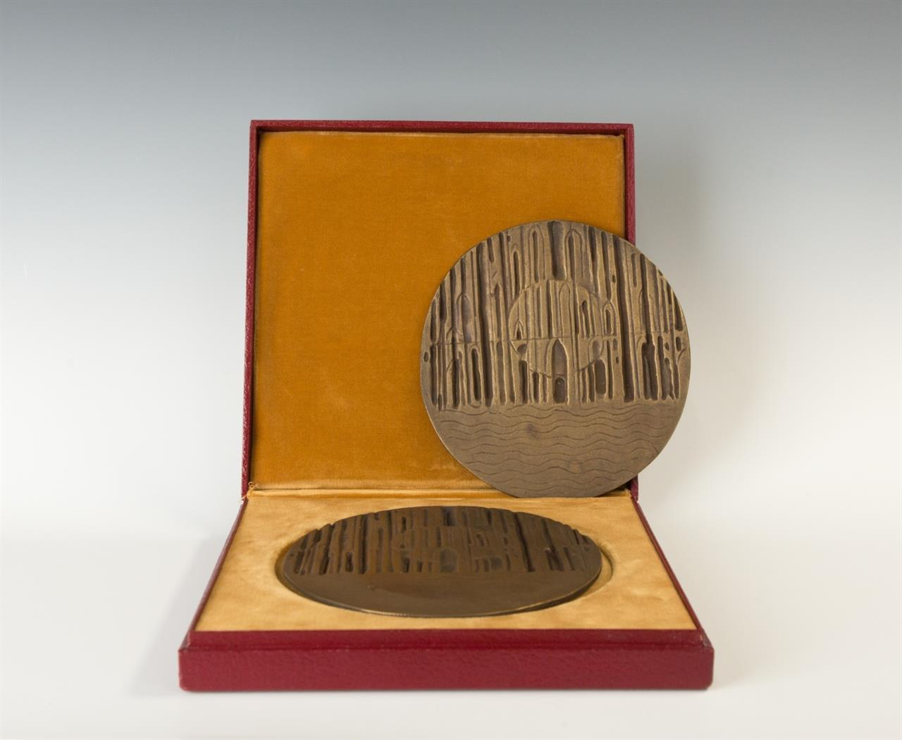 Ludwig Gies. Kölner Dom. 2 Bronzeplaketten (doppelt).