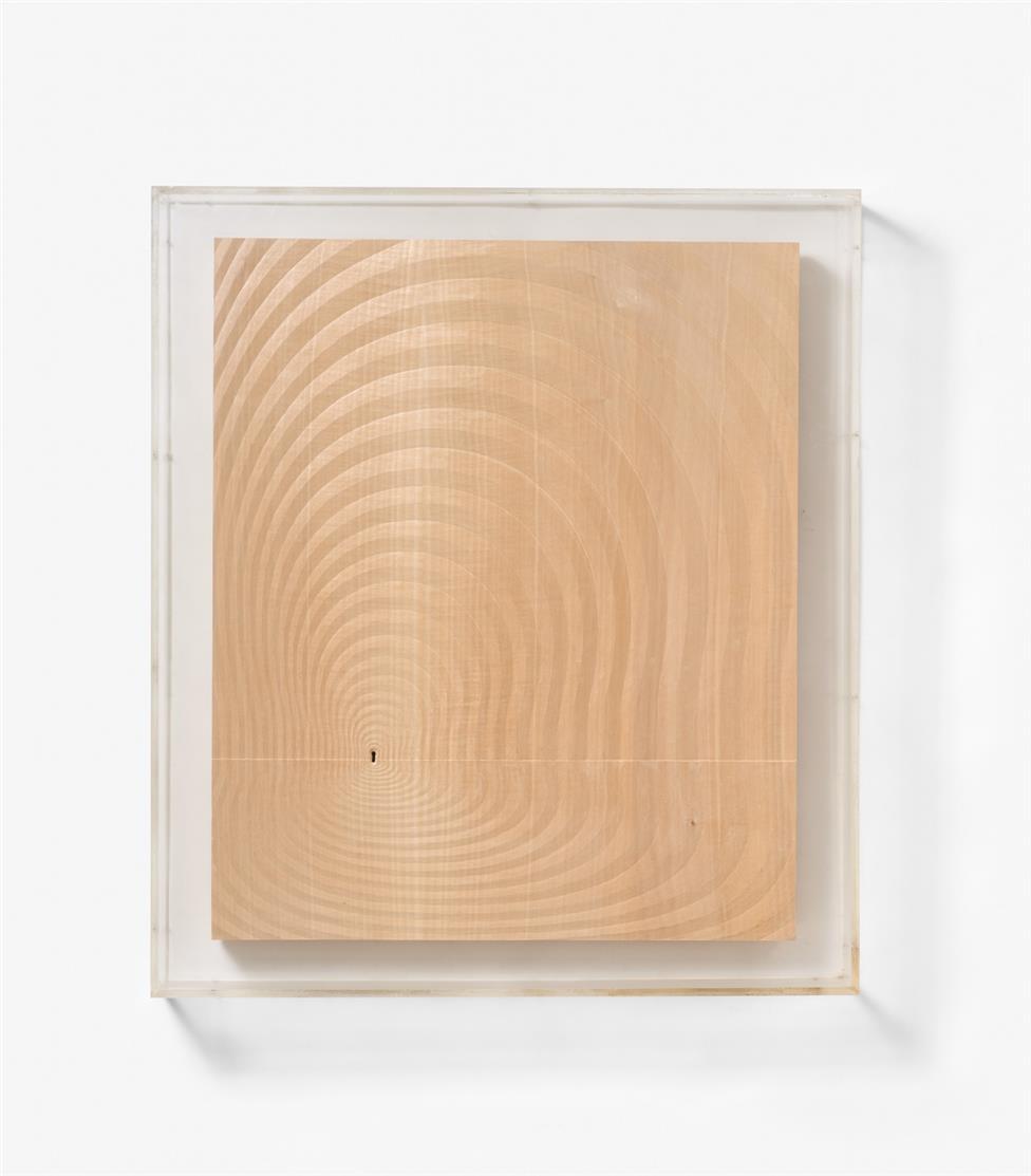 Giuseppe Rivadossi. Ohne Titel. 1976. Holzrelief in Plexiglaskasten. Signiert.
