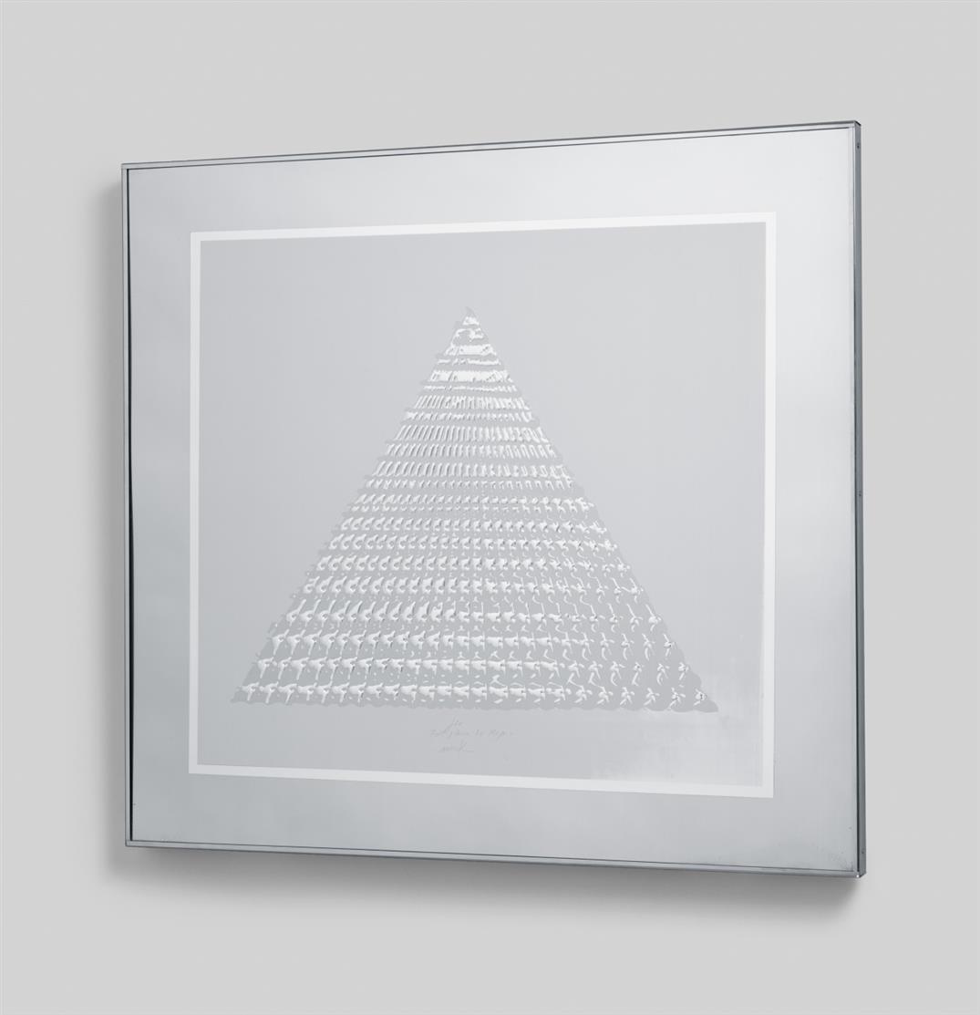 Heinz Mack. Pyramide. 1972. Serigraphie und Prägung auf Aluminium. Signiert. Mack 139.
