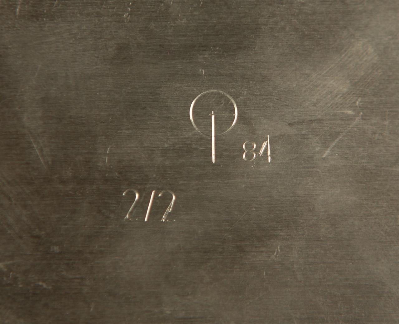 Victor Bonato. Ohne Titel (Bleikreuz). 1981/84 (?). Glasierte Keramik, Blei, Metallplatte. Nummeriert 2/2.