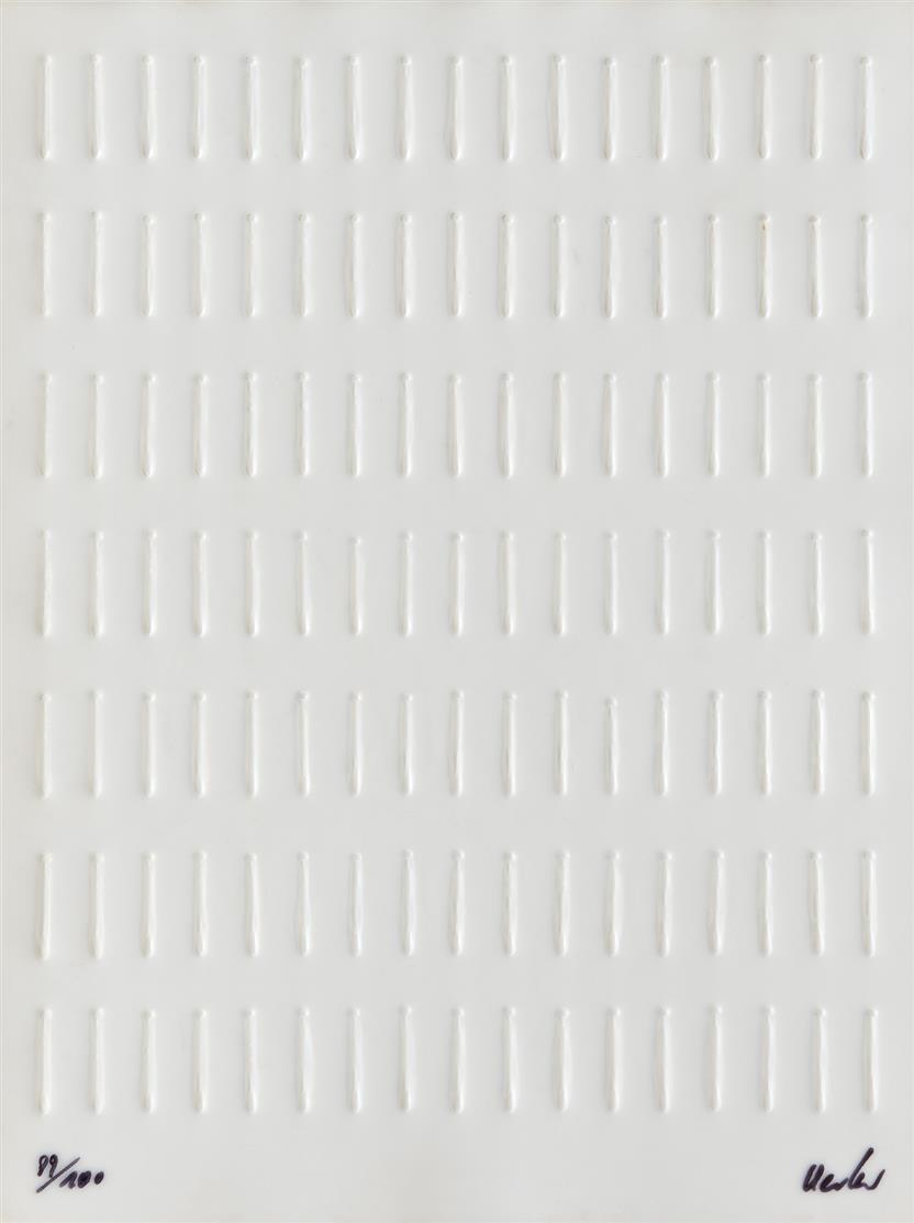 Günther Uecker. Nagelreihung. Prägedruck auf Kunststofffolie. Signiert. Ex. 89/100.