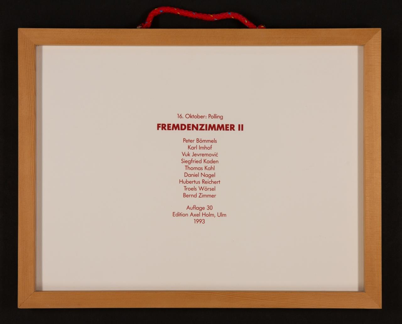 Fremdenzimmer II. 1993. Mappenwerk. 9 Blatt in unterschiedlichen Techniken von verschiedenen Künstlern, mit Titelblatt, lose in Holzrahmen. Ex. 8/30. Signiert bzw. monogrammiert.